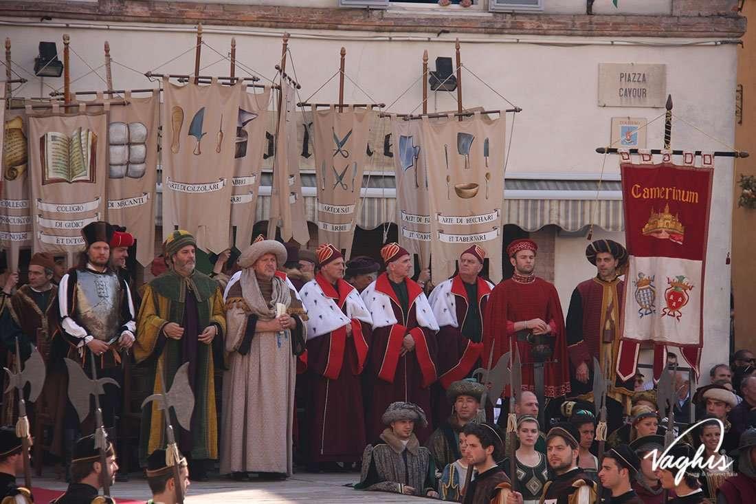 La corsa alla Spada di Camerino - © Vaghis - Viaggi & turismo Italia - Tutti i diritti riservati