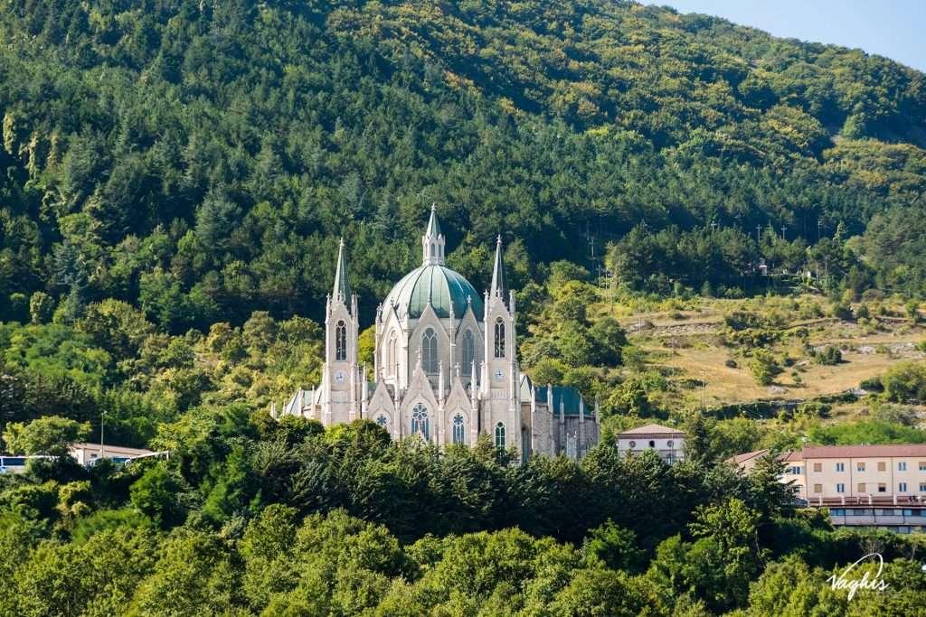 Santuario di Castelpetroso - © Vaghis - Viaggi & turismo Italia - Tutti i diritti riservati