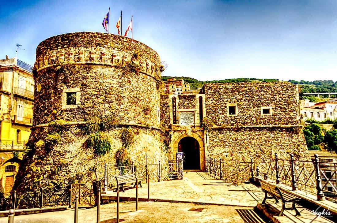 Pizzo Calabro; Il castello