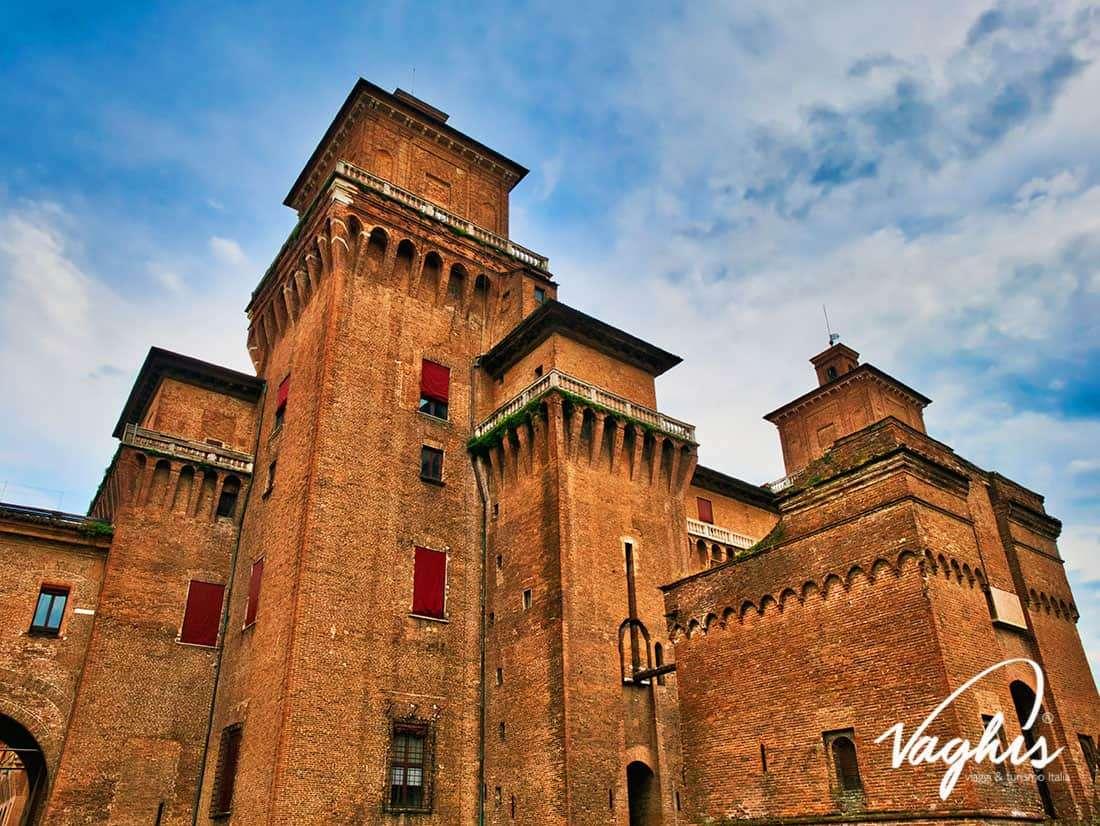 Ferrara: Castello Estense - © Vaghis viaggi & turismo Italia -Tutti-i diritti riservati