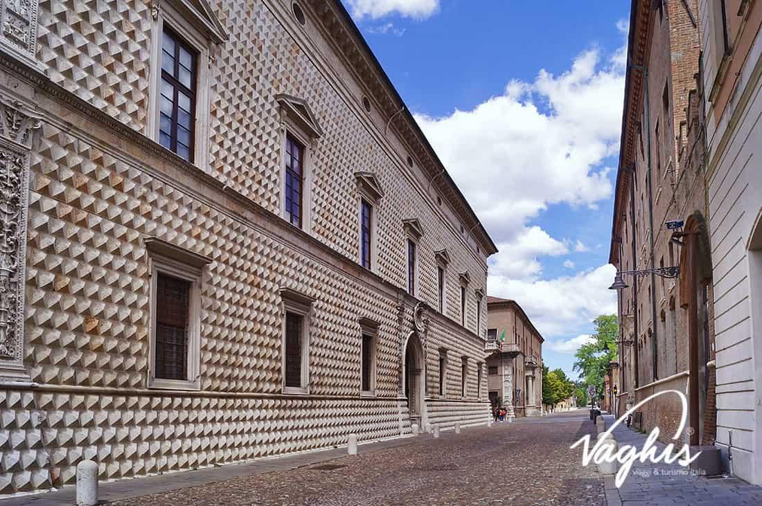 Ferrara: palazzo dei Diamanti - © Vaghis viaggi & turismo Italia -Tutti-i diritti riservati