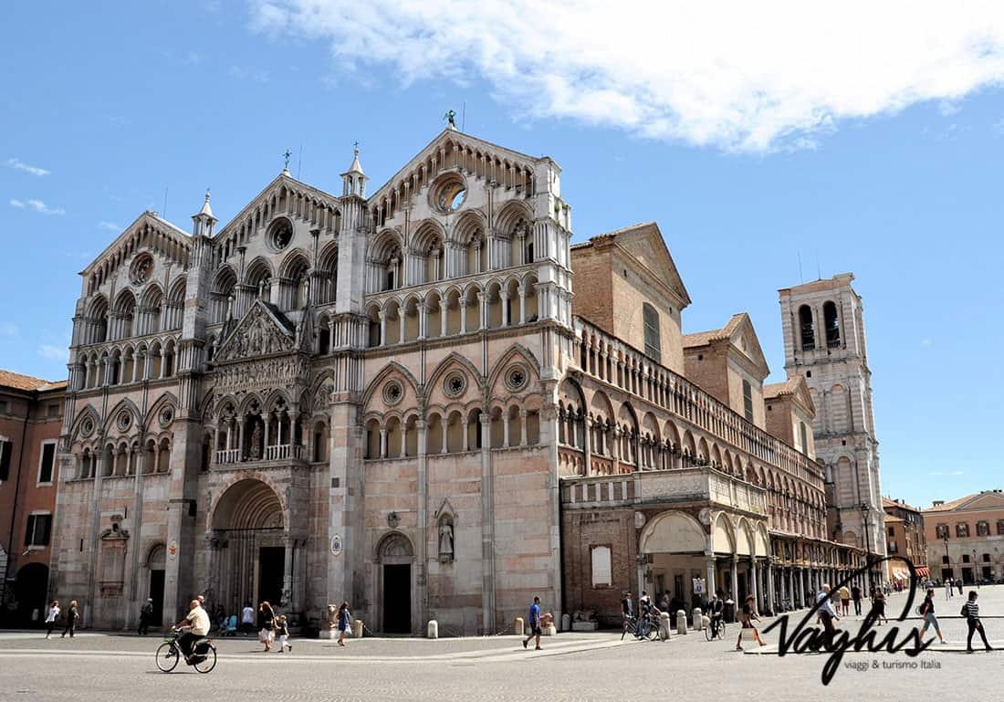 Ferrara: cattedrale di S. Giorgio Martire - © Vaghis viaggi & turismo Italia -Tutti-i diritti riservati