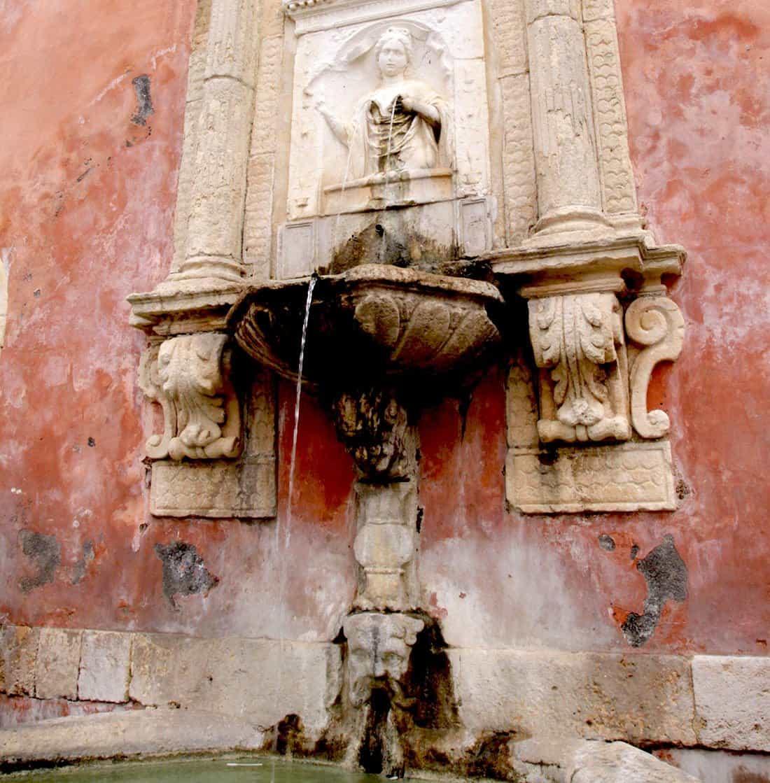 Militello in Val di Catania: Fontana della Ninfa Zizza