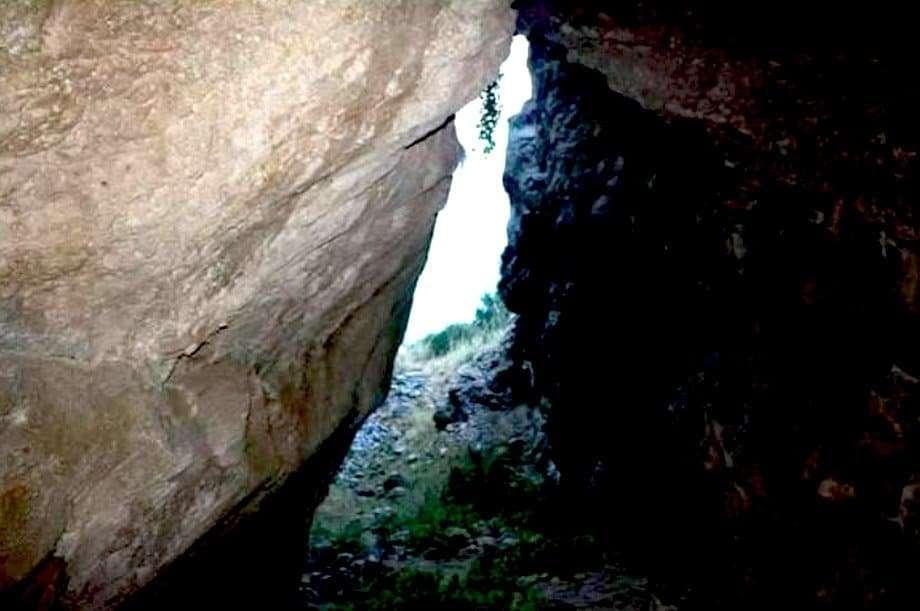 Tindari: grotta di Donna Villa.