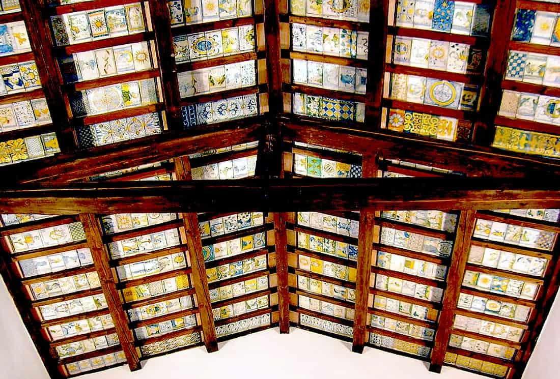 Castelli: Il soffitto maiolicato della chiesa di San Donato