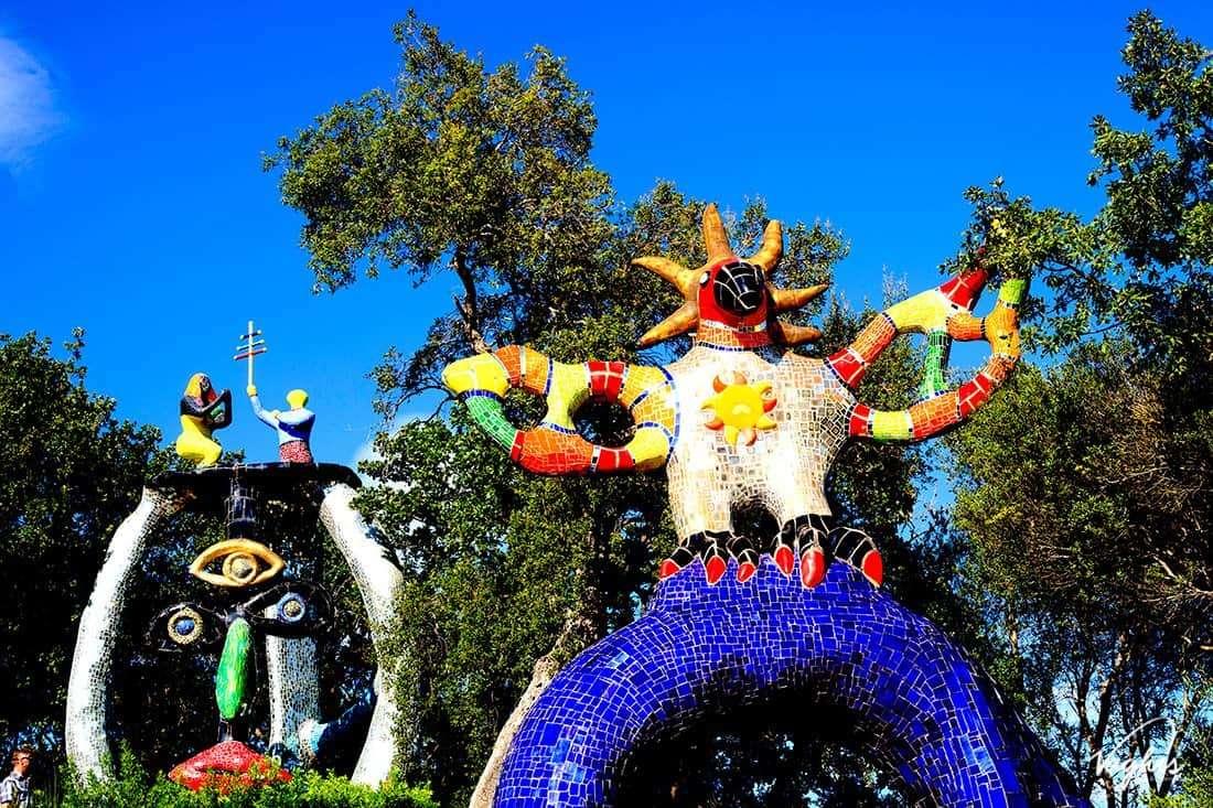 Giardino dei Tarocchi: Il Sole e la statua dello Ierofante