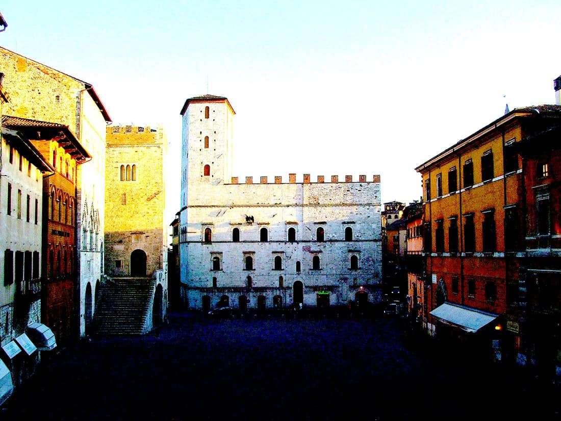 Todi: Piazza del Popolo e Palazzo dei Priori